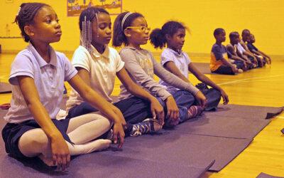 La meditación reemplaza al castigo en esta escuela pública